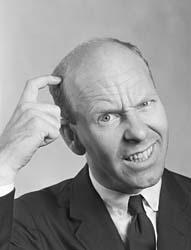 Mann som klør seg i hodet mens han lurer på hvilket kurs i argentinsk tango han skal gå med TangoTango i Oslo