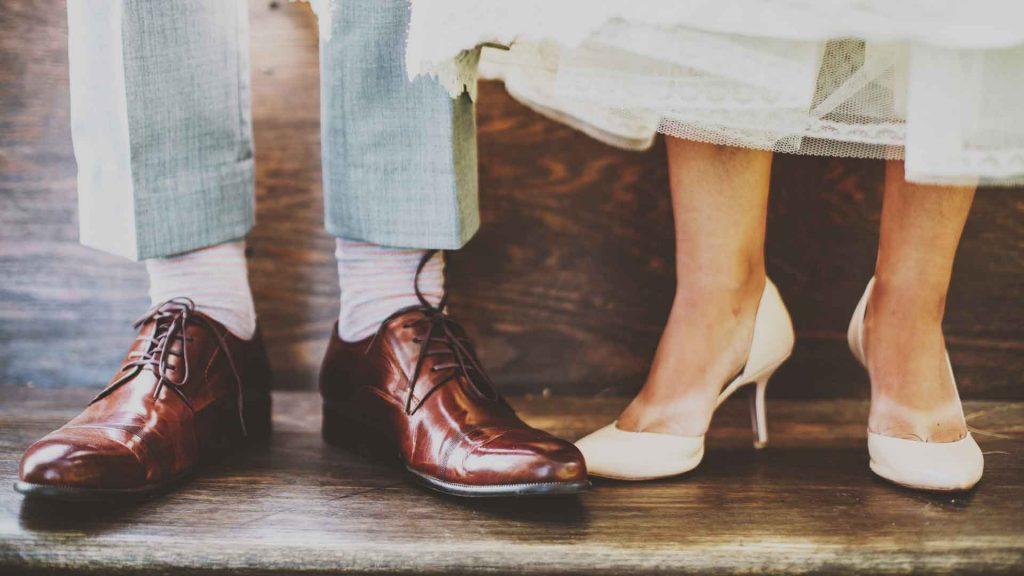føtter hos en mann og kvinne